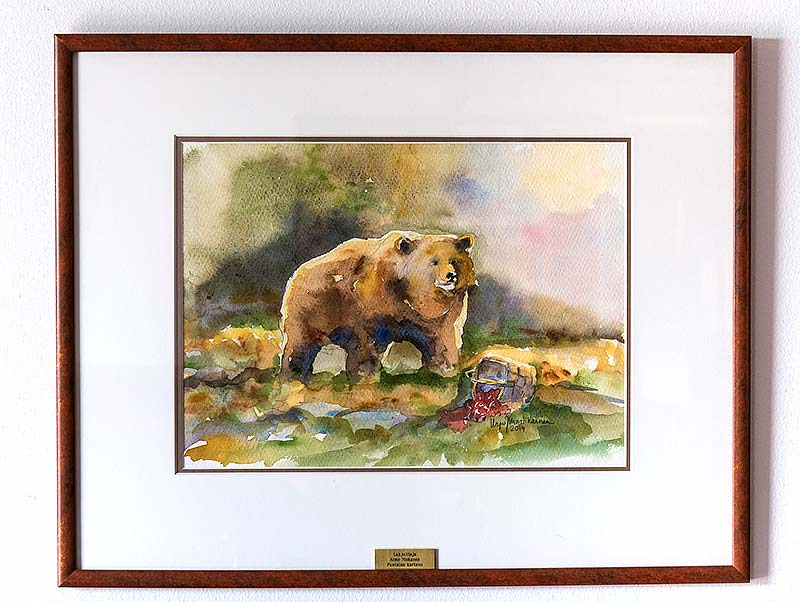 Karhu-akvarelli kylatalolle
