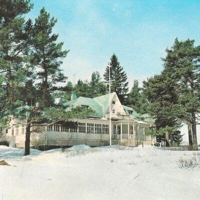 Kuvassa Heimarin edellinen, puinen päärakennus